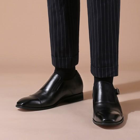 CHAMARIPA เครื่องแต่งกายของผู้ชาย รองเท้าส้นตึก ส้นสูง รองเท้าหนังสีดำ หัวเข็มขัด สลิปออน เดรสรองเท้า สูง 7 ซม.