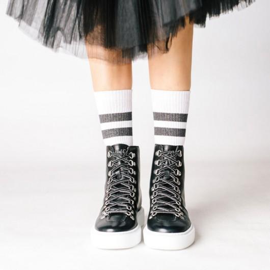 CHAMARIPA รองเท้าผ้าใบส้นเตารีดสีดำสำหรับผู้หญิง - รองเท้าบูทหุ้มข้อ - รองเท้าบูทหนังสีดำสำหรับผู้หญิงสูง 7 ซม