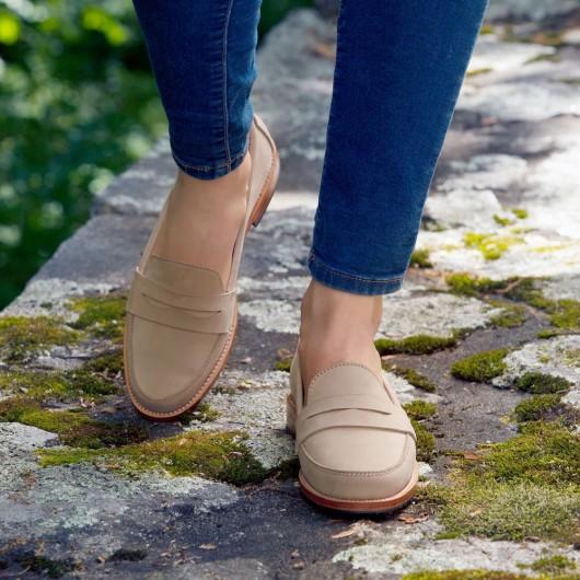 CHAMARIPA รองเท้าส้นเตี้ยสตรี - รองเท้าผ้าใบส้นเตารีดซ่อน - รองเท้าหนังสีเบจเพนนีโลฟเฟอร์สำหรับผู้หญิง - สูง 5 ซม