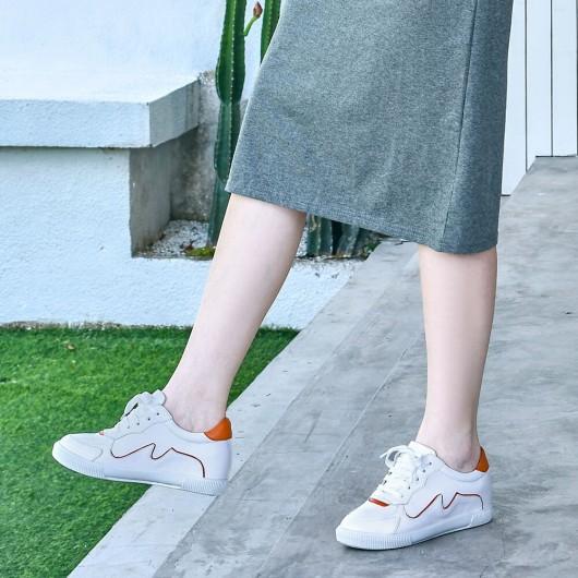 รองเท้าผ้าใบลิฟท์ผู้หญิง CHAMARIPA ผู้หญิงสูง 6 ซม. รองเท้าผ้าใบไมโครไฟเบอร์สีขาวที่เพิ่มความสูง