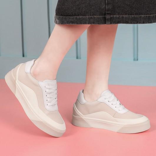 CHAMARIPA รองเท้าผ้าใบส้นเตารีดสำหรับผู้หญิงรองเท้าผ้าใบส้นเตารีดรองเท้าผ้าใบหนังสีเบจสูง 6 ซม